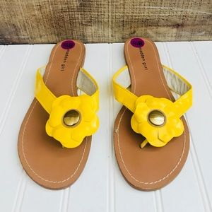 NWOT Madden Girl Flower Sandals
